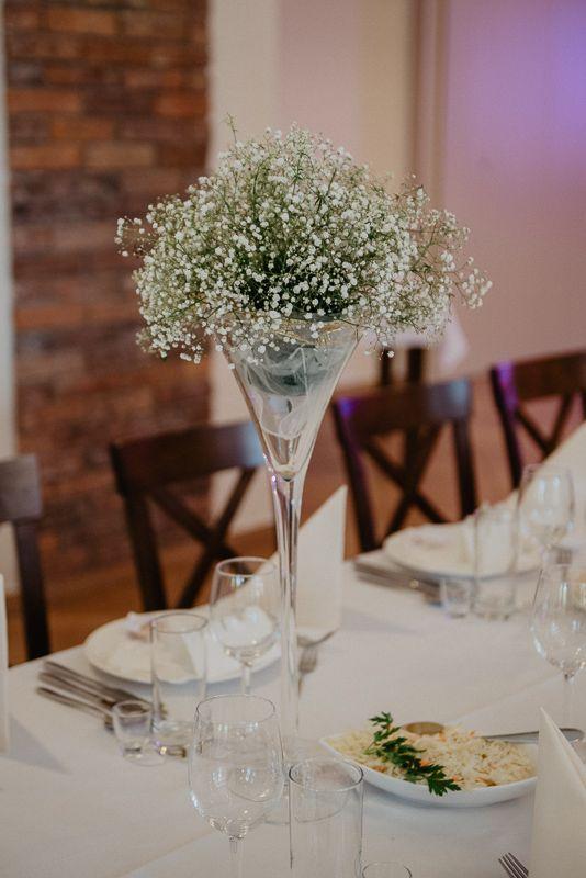 Naturalny Zielono Bialy Bukiet Slubny Z Polnych Kwiatow Na Stol Weselny Outdoorwedding Rusticwedding Vintagewedding Elega Table Decorations Wedding Decor