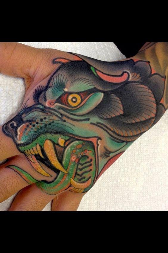 wolf tattoo hand hand tattoos pinterest wolven handen en tatoeage kant. Black Bedroom Furniture Sets. Home Design Ideas
