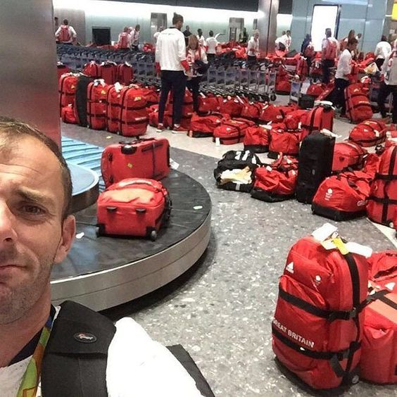 I can't find my bag (( #olympics #brazil #rio2016 #rio #team #airport #photoshoot  #photooftheday #funny