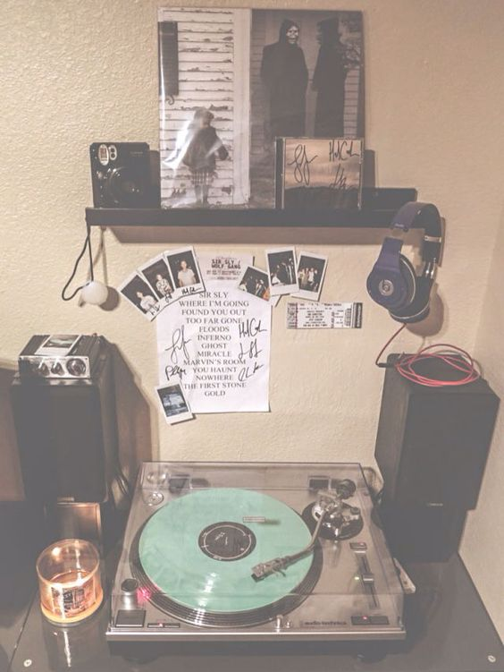 Vinyls follow me and tumblr room on pinterest Home decor pinterest boards to follow