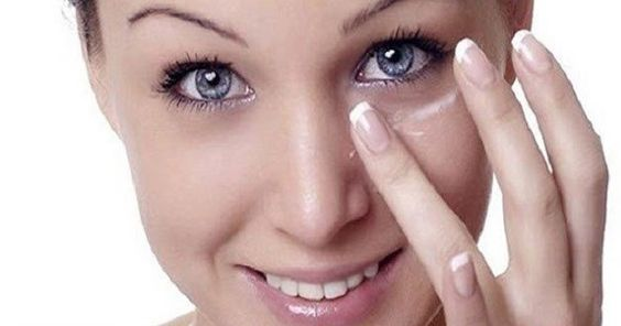 bicarbonato-de-sódio-olheiras-rosto