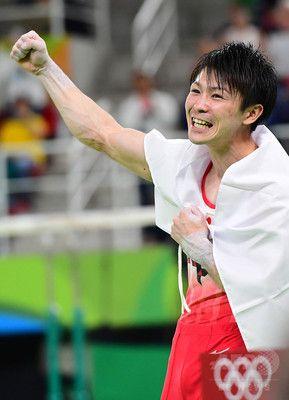 内村、個人総合で金メダル 五輪2連覇の偉業達成