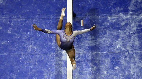 - A atleta Gabby Douglas durante competição em St. Louis, no Missouri. Foto: Jeff Roberson / AP