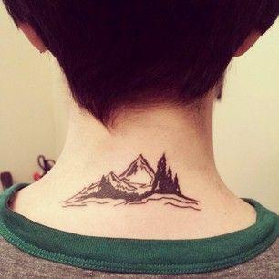 Dieser Gebirgskamm auf dem Halsausschnitt.   26 wunderschöne Tattoos für Naturliebhaber