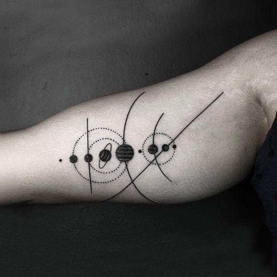 Les Tatouages géométriques qui combinent des Lignes fines et la Nature de Okan Uckun