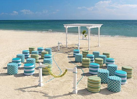 Altare da matrimonio moderno in spiaggia - Un altare da matrimonio in spiaggia dallo stile molto moderno.