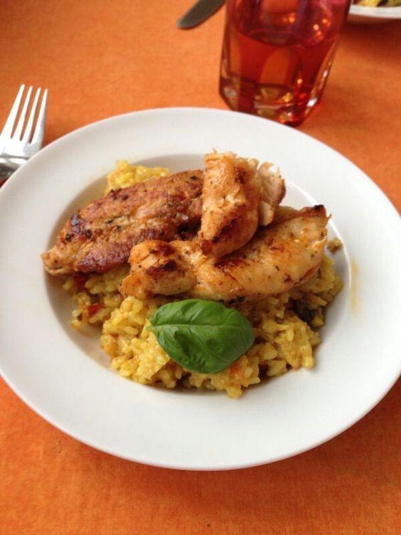 Gebratener Reis mit Champignons und Hähnchenstreifen