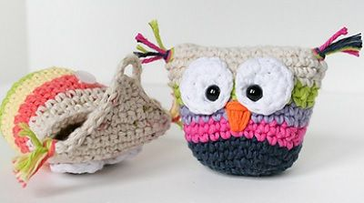 Owl pouch. http://www.ravelry.com/patterns/library/owl-pouch