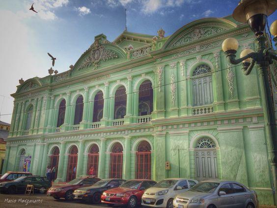 Teatro de Santa Ana, de estilo ecléctico historicista, fue inaugurado en el año de 1910, en la cuidad de Santa Ana, El Salvador.