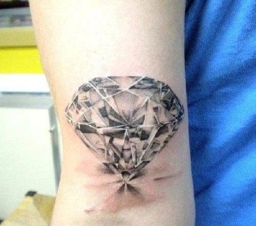 joli tattoo diamant r aliste sur le poignet. Black Bedroom Furniture Sets. Home Design Ideas