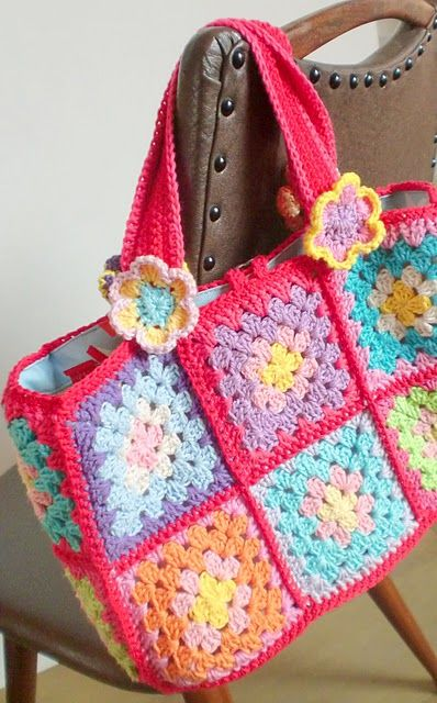 Crochet granny square bag...need to figure out a pattern for this ♥♥♥