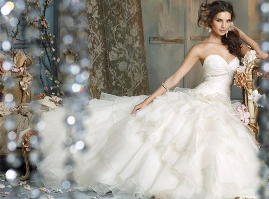 Love this Jim Hjelm gown, specifically the sweetheart neckline and the drop waist.