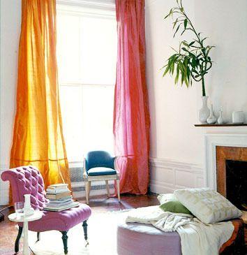me encantaron las cortinas de diferente color y la textura y la forma del sillon