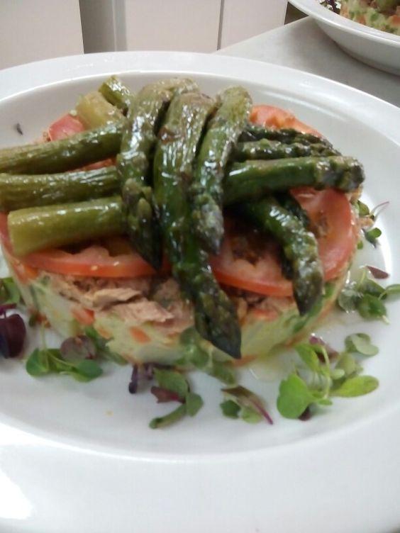Pastel salado de verduras y atún