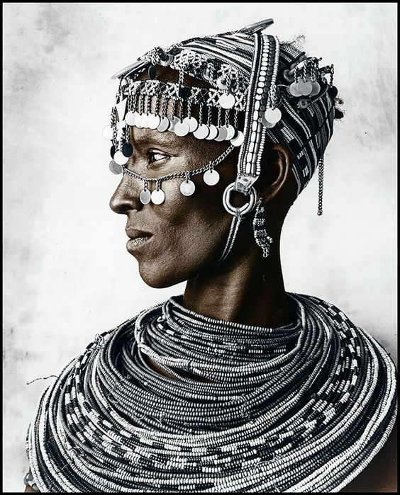 Puts all other accessorizing to shame. Incredible. Africa |  Portrait of a Rendille woman | © Jan C Schlegel.