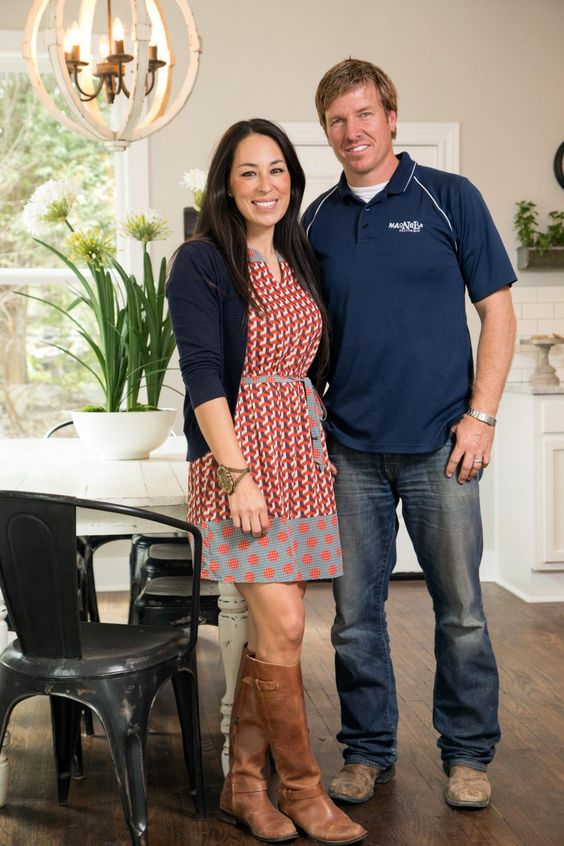 5 outfits we adore from fixer upper 39 s joanna gaines best for How tall is chip gaines fixer upper