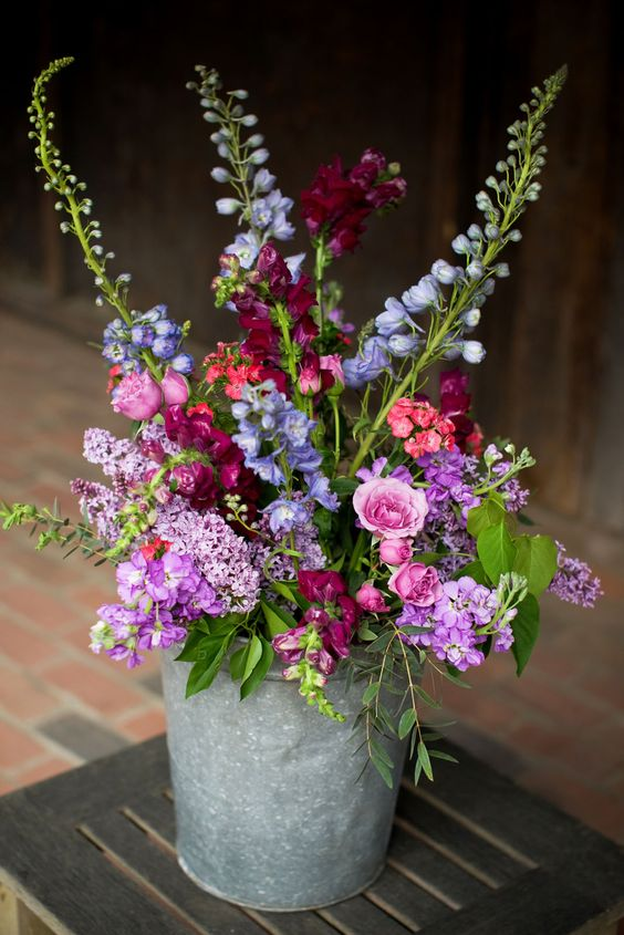 Purple pink and blue wedding flowers - Photo ©Daria Bishop
