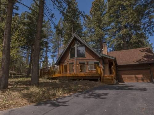 Meadow Vale Home South Lake Tahoe (California) Set in South Lake Tahoe, Meadow Vale Home offers self-catering accommodation with free WiFi. The unit is 2.2 km from Washoe Meadows State Park. Free private parking is available on site.  A dishwasher and a microwave can be found in the kitchen.