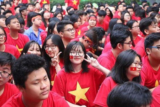 Áo cờ Việt Nam trường THPT Nguyễn Du - Hình 2