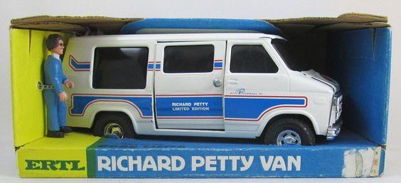Ertl-Petty-Chevy-Van 3521-