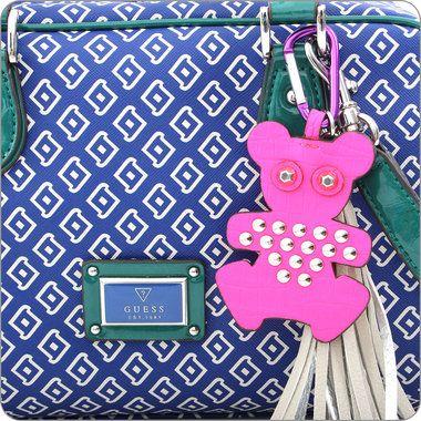 Herausfordernd und humorvoll frech. Das ist die Kollektion Kory von Guess. Fröhlich lebhafte Taschen für die heiteren Stunden im Leben.  Guess ist eine Marke mit deutlichem Gesicht, mit Stil und Wiedererkennungswert. Guess macht Taschen und Geldbörsen für ganz besondere Frauen.