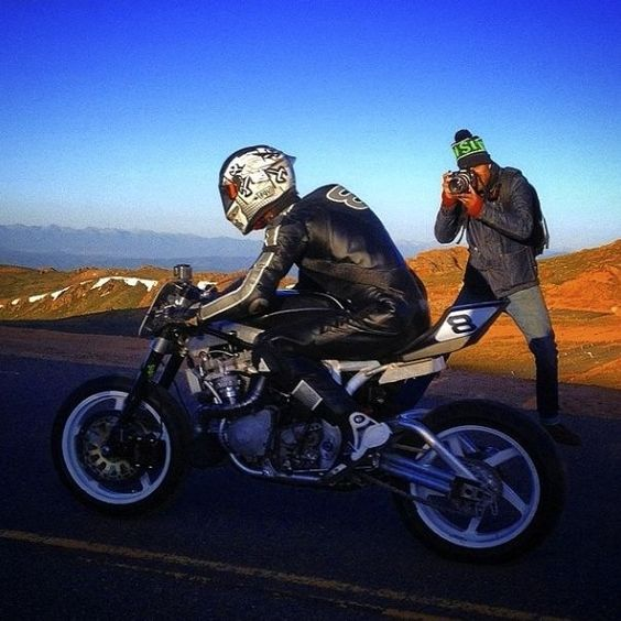 GUY MARTIN Pikes Peak Suzuki turbo (via Pin-Up Motorcycle Garage*)
