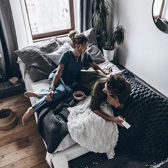 Anzeige - Lazy  Movie marathon in bed - our kind of