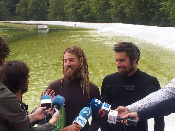 Surfanlage wave garden im Norden Spaniens schlägt hohe Wellen hohe nutzerkapazität