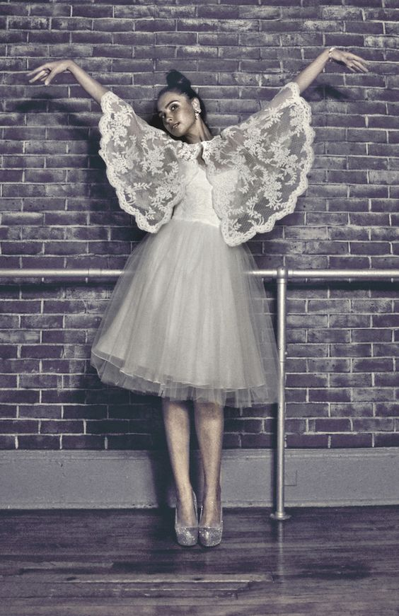 How darling is this bridal ensemble by @pasdedeuxbridal?! I'm obsessed with that lace cape!