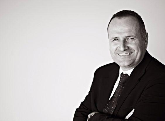 Image from http://www.paulfletcherphotography.co.uk/blog/wp-content/uploads/2011/05/Executive-Portrait-4.jpg.