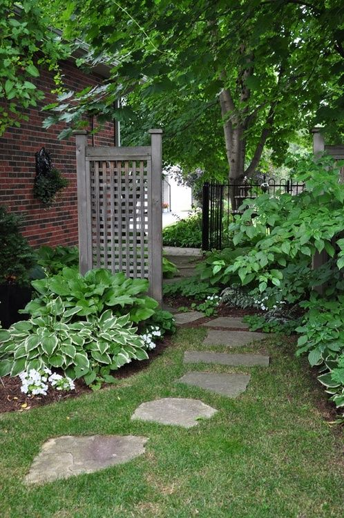 Ideas for that narrow space in between suburban homes for Privacy lattice panel ideas