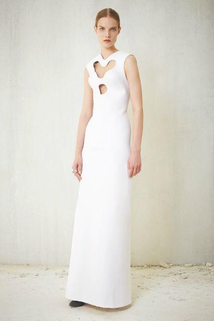 Será que, como nos vestidos de noiva, o romance também se está a descomplicar com o passar dos tempos? Foto: Balenciaga