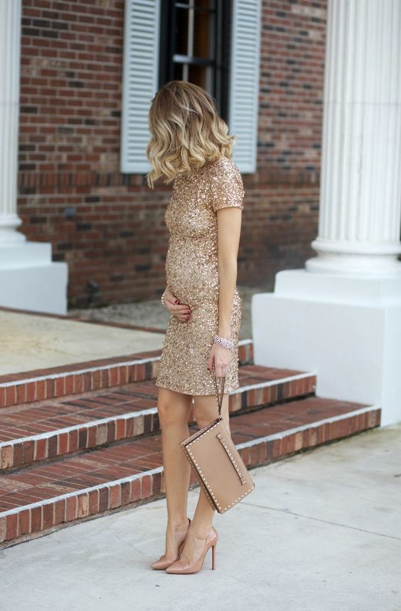 Luxury maternity style #maternitystyle #pregnancy #momstyle mama style, fashion, pregnancy look. Visit www.circu.net
