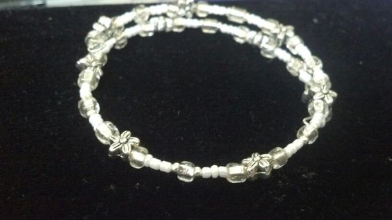 White and silver beaded memory wire bracelet #beaded #bracelet #white #diy