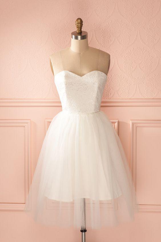 Maintenant que la danseuse étoile est sur scène, le ballet de l'amour peut commencer. Now that the prima ballerina is on stage, the love ballet may begin. Jordan de Ruiter White lace and tulle bustier dress www.1861.ca