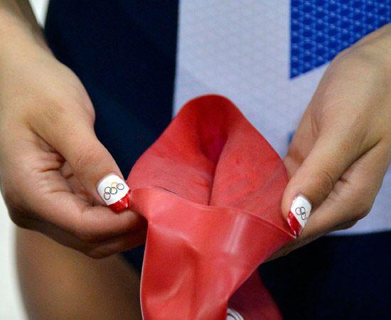 Una cosa accomuna tutte le atlete: le #unghie. Ci sono le sportive più patriottiche e quelle che pensano di più ai cerchi olipici, ma tutte hanno uno smalto particolare.
