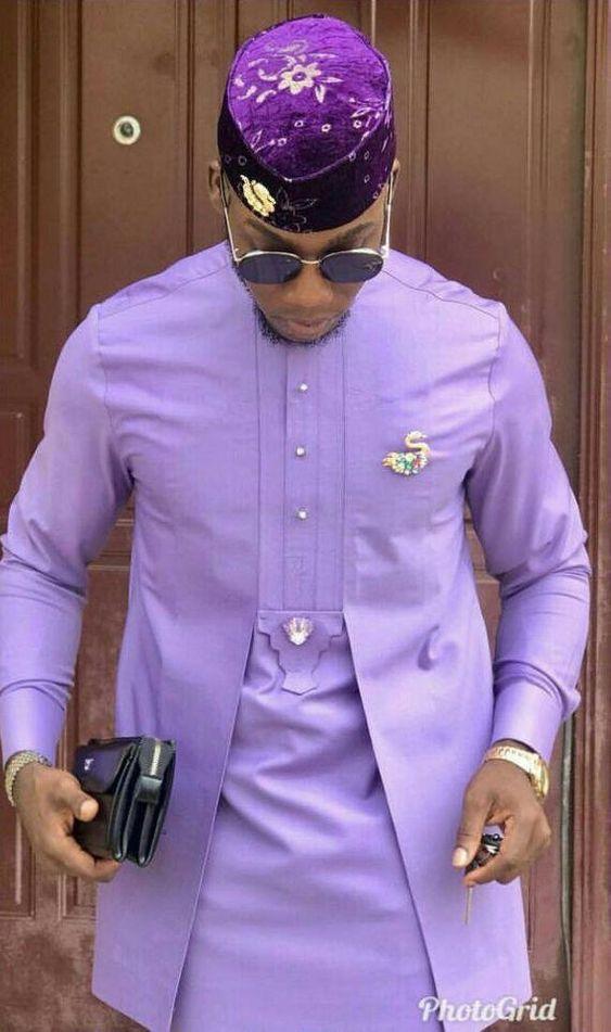 Costume des hommes africains. Il est fait à partir d'un tissu de vernis de qualité. Pantalon inclus. Il est adapté pour toutes sortes d'événements.  S'il vous plaît noter: veuillez consulter notre tableau des tailles pour vous aider à choisir une taille qui vous convient le mieux. Vous pouvez