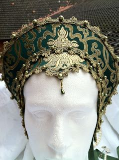 "Fairysoap: Hochwertige grüne Seidenbrokat French Hood ""Anne Boleyn"""
