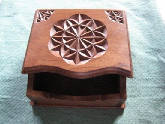 Servilletero en madera tallado a mano madera de casta o for Madera de castano
