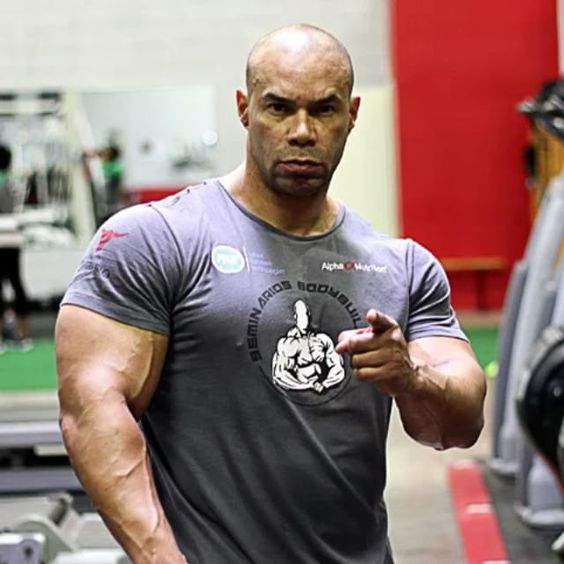 how tall is kevin levrone