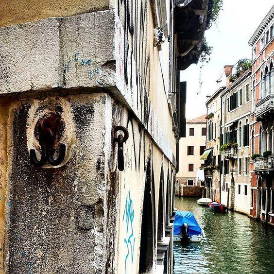Se passate nei pressi di Campo Santa Maria Nova #castello #venezia non dimenticate di toccare le due piccole ancore che vedete in primo piano si dice portino fortuna by faveromarco