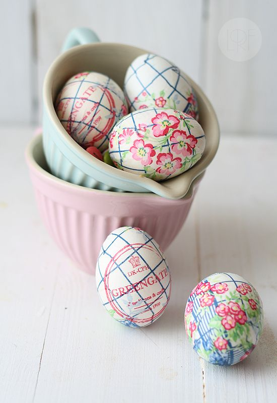 So neat! Decorating Easter eggs with paper napkins!