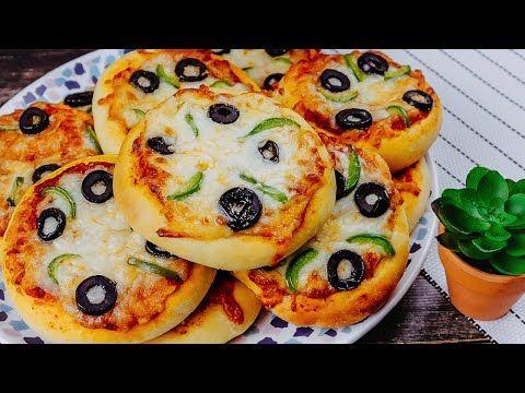 فطائر البيتزا الذهبية بطريقة سهلة ميني بيتزا بعجينة هشة تحضير صوص البيتزا Youtube In 2021 Pizza Recipes Easy Easy Pizza Mini Pizza Recipes