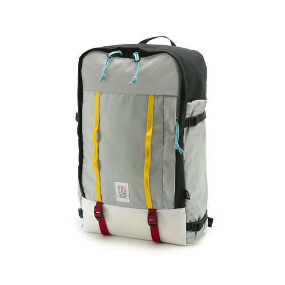 The Mountain Daypack is an ideal travel companion. On the road or cruising through town, easy access to the main compartment makes packing a breeze.