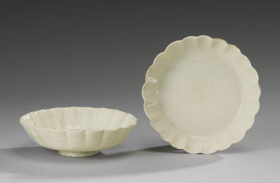 五代 白釉花口盤兩件