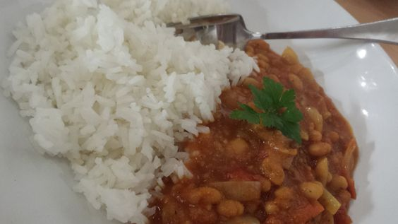 Low cost vegetarian recipe - baked bean curry