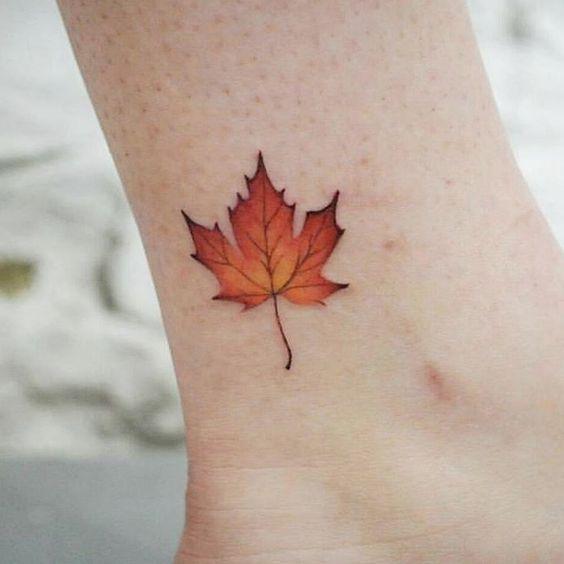 Maple Leaf Tattoo Bedeutung Und Ideen Fur Manner Und Frauen Tattoo Ideen Autumn Tattoo Maple Leaf Tattoo Tattoos