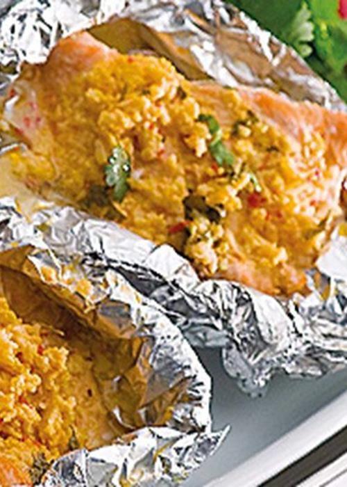 Lombos de salmão com côco e coentros