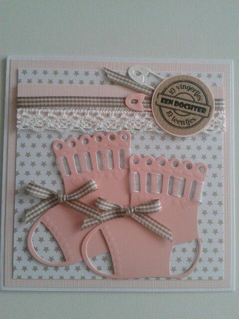Geboortekaart meisje met roze sokjes en lint..