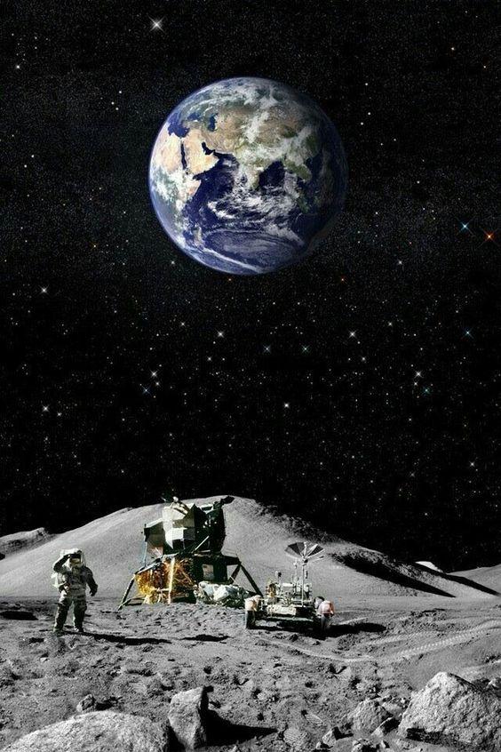 月面にいる宇宙飛行士